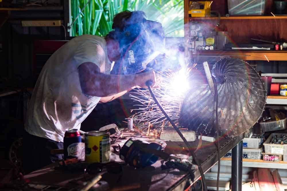 Sculpture Nautilus and Sculptor Pascal welding