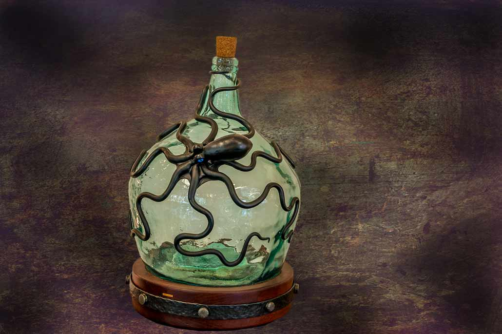 Art Octopus Sculpture fitted on glas bottlewich is a lamp
